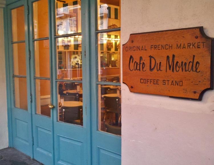 Entrance to Cafe' Du Monde'