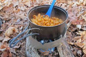 Dehydrated rotini and marinara sauce