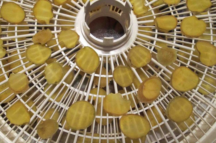 Dehydrated gold potatoes
