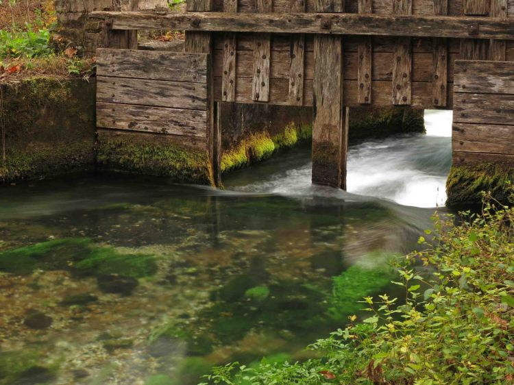 Flow gates